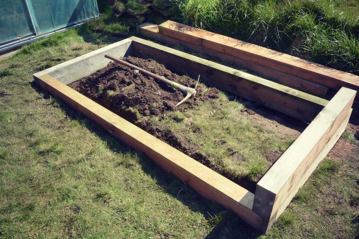 Building a raised bed my shetland garden for Garden soil layers